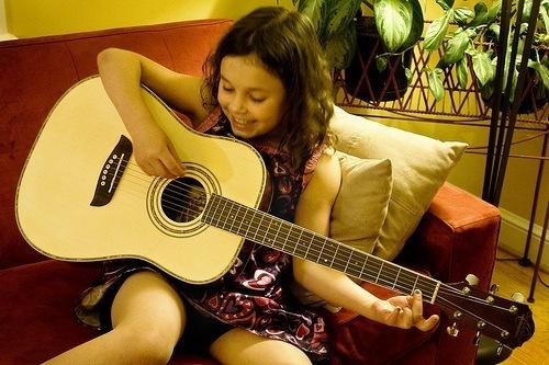 Học đàn Guitar từ mấy tuổi