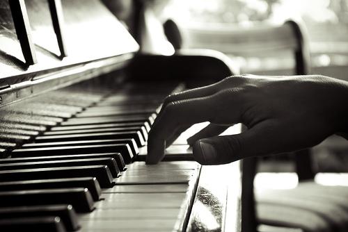 Học piano và organ cái nào khó hơn?