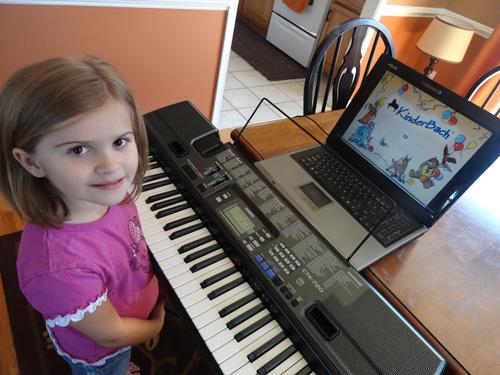 Độ tuổi học đàn piano hay organ khá trẻ