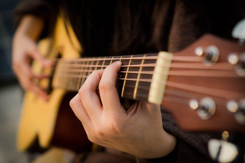 học đàn guitar uy tín