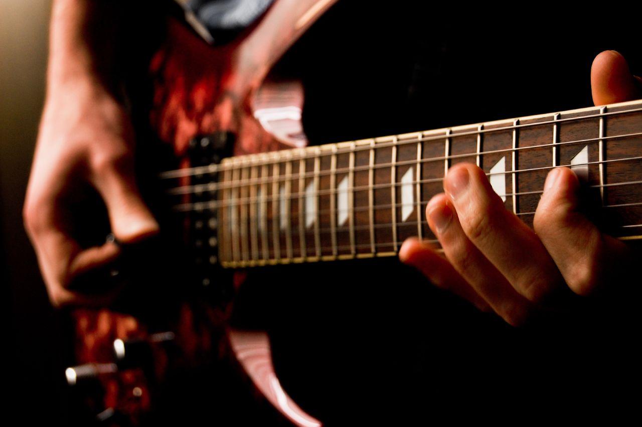 Những điều cần biết khi tự học đàn Guitar