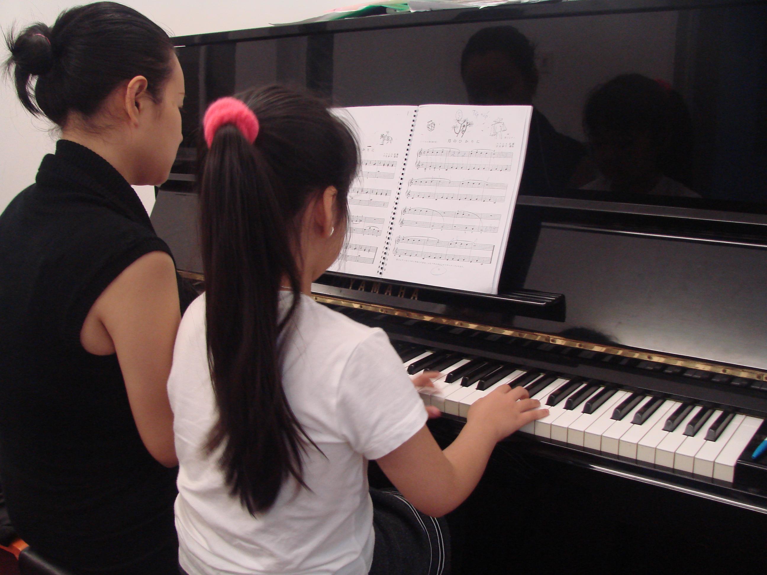 Tìm lớp học đàn piano cho bé