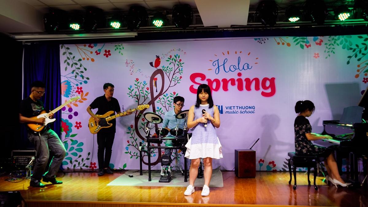 Ngày hội Hola Spring tại Việt Thương School