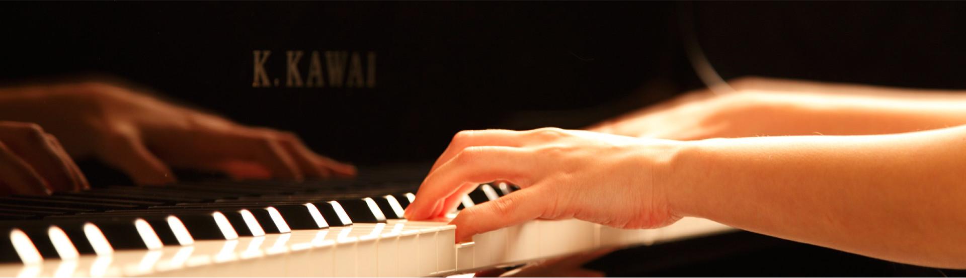 Nên mua đàn Piano Cơ hay Piano Điện cho người mới học?