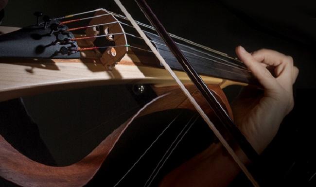 Sự chuyển động của dây đàn Violin khi kéo như thế nào?