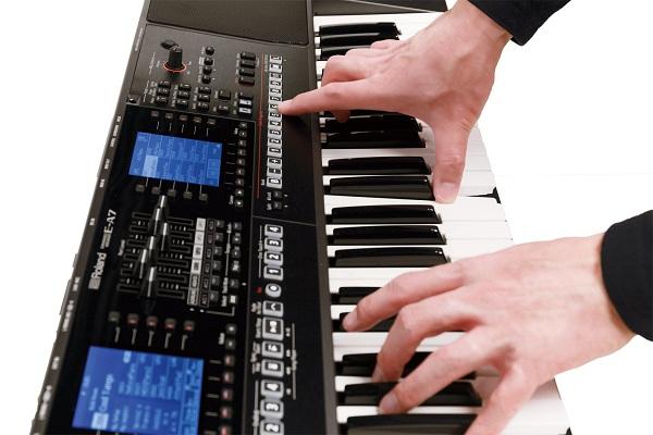 Chơi một bản nhạc trên đàn Organ như thế nào?