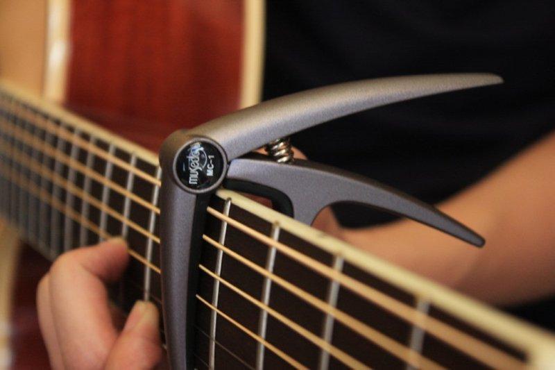 https://guitarine.vn/san-pham/capo-dan-acoustic-musedo/