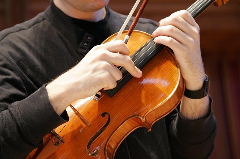 Hướng dẫn cách giữ đàn Violin đúng nhất