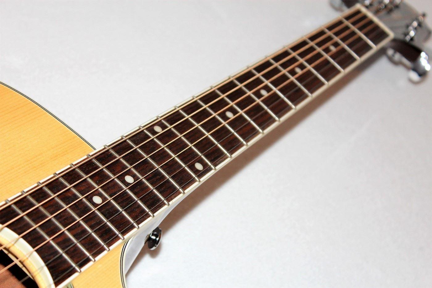 Cách phân biệt đàn Guitar Samick hàng thật và hàng nhái
