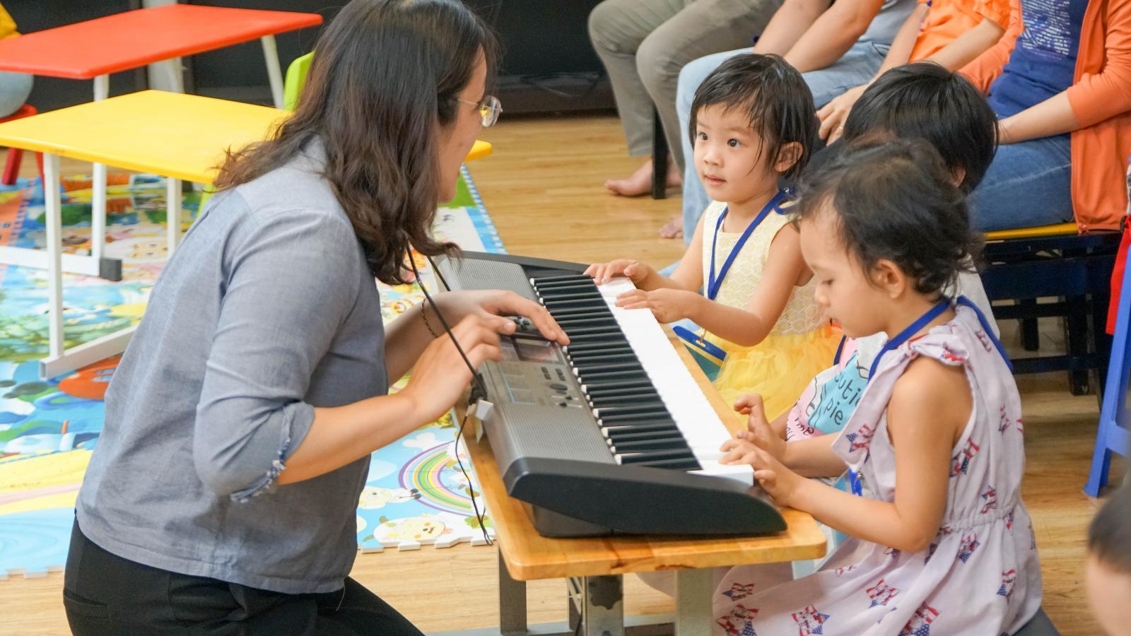 Chương trình giáo dục âm nhạc Music for Little Mozarts cho bé 3-6 tuổi