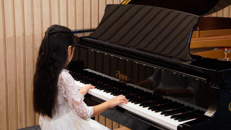 bé 4 tuổi có thể học đàn piano
