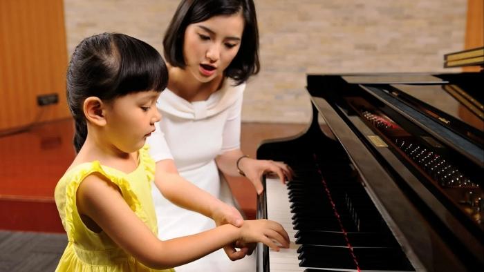 Hướng dẫn rèn luyện thực hành piano cho bé
