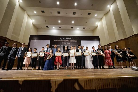 Thí sinh, giáo viên và Ban tổ chức cuộc thi Steinway Youth Piano Competition 2020