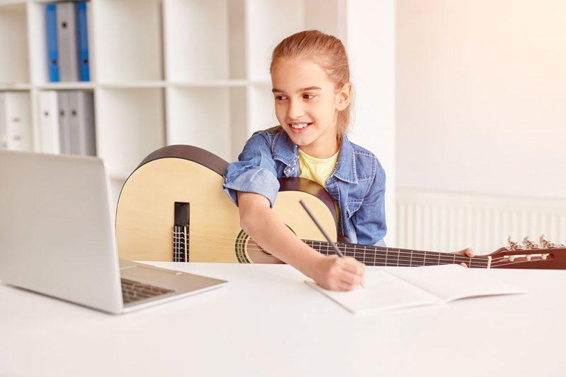 học guitar bằng sách