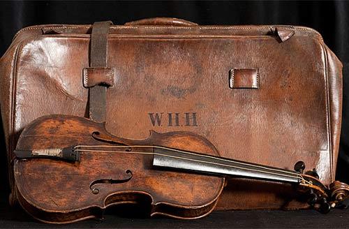 cây đàn violin trên tàu titanic