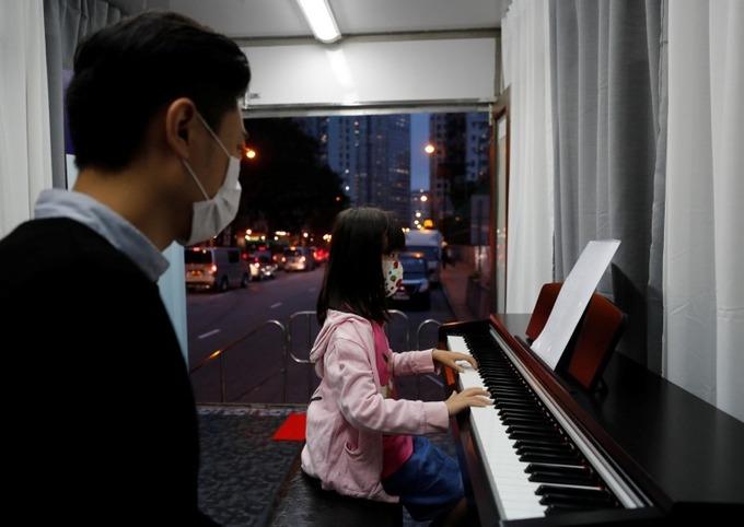 dạy nhạc trên xe ô tô