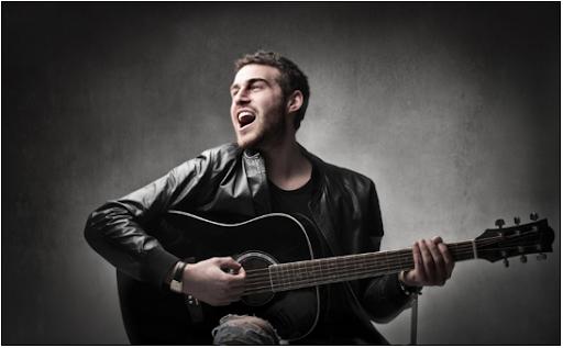 Một anh chàng chơi guitar hay là điển hình của sự lãng mạn