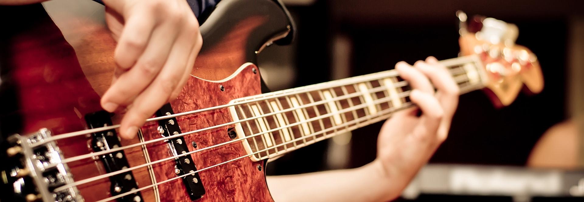 tàu liệu học đàn guitar bass