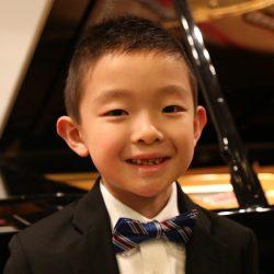Thần đồng piano nước Mỹ được bố mẹ định hướng từ khi mới 2 tuổi