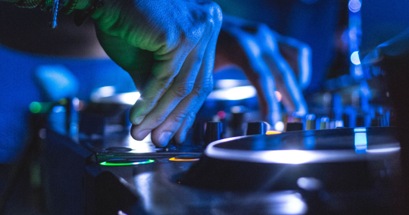 học DJ