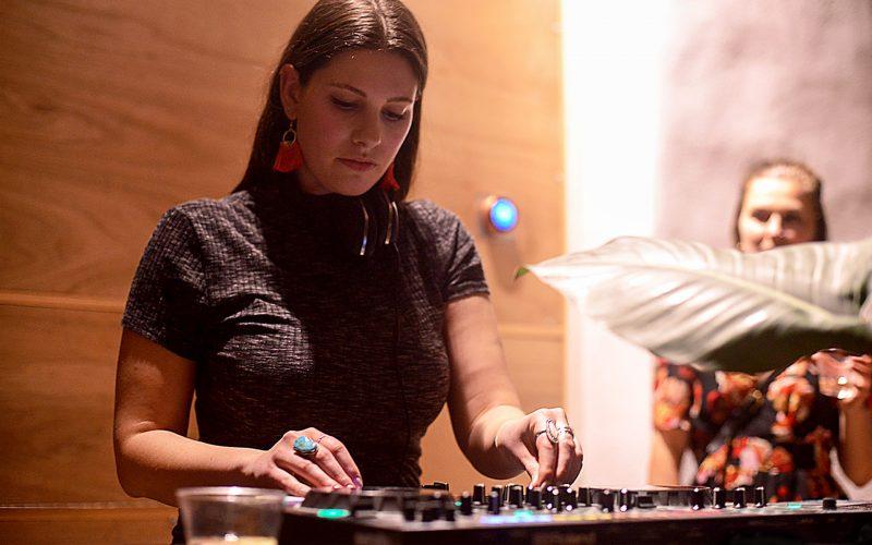 DJ chuyên nghiệp chia sẻ cách học chơi DJ