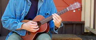 choi dan ukulele