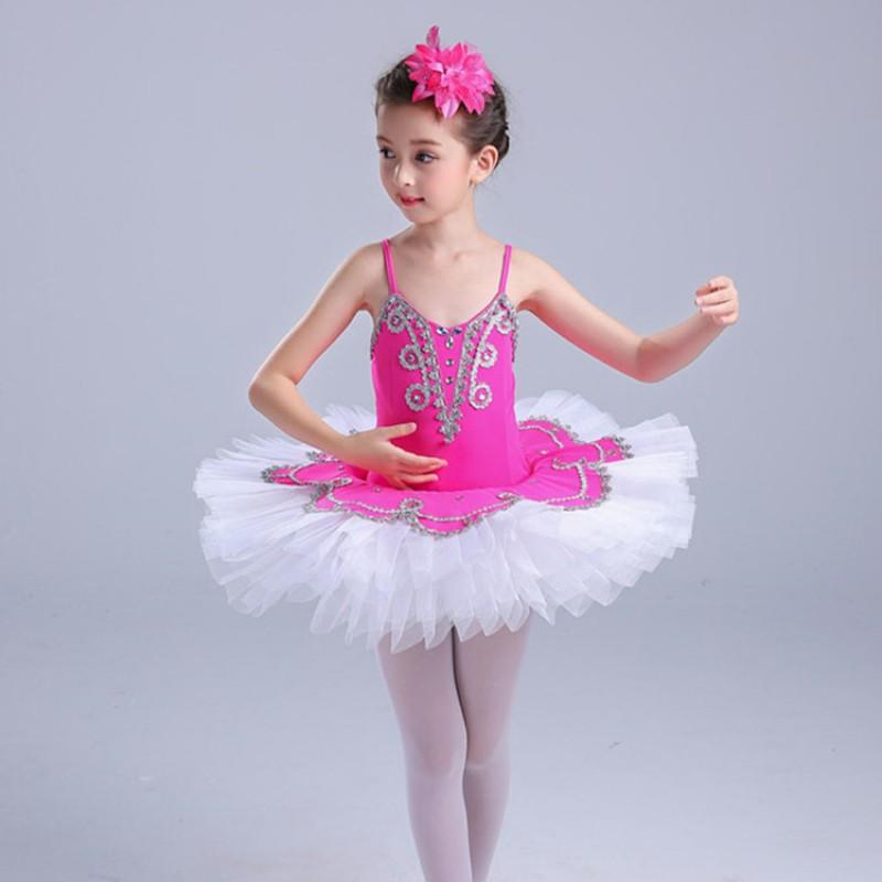 bé múa ballet