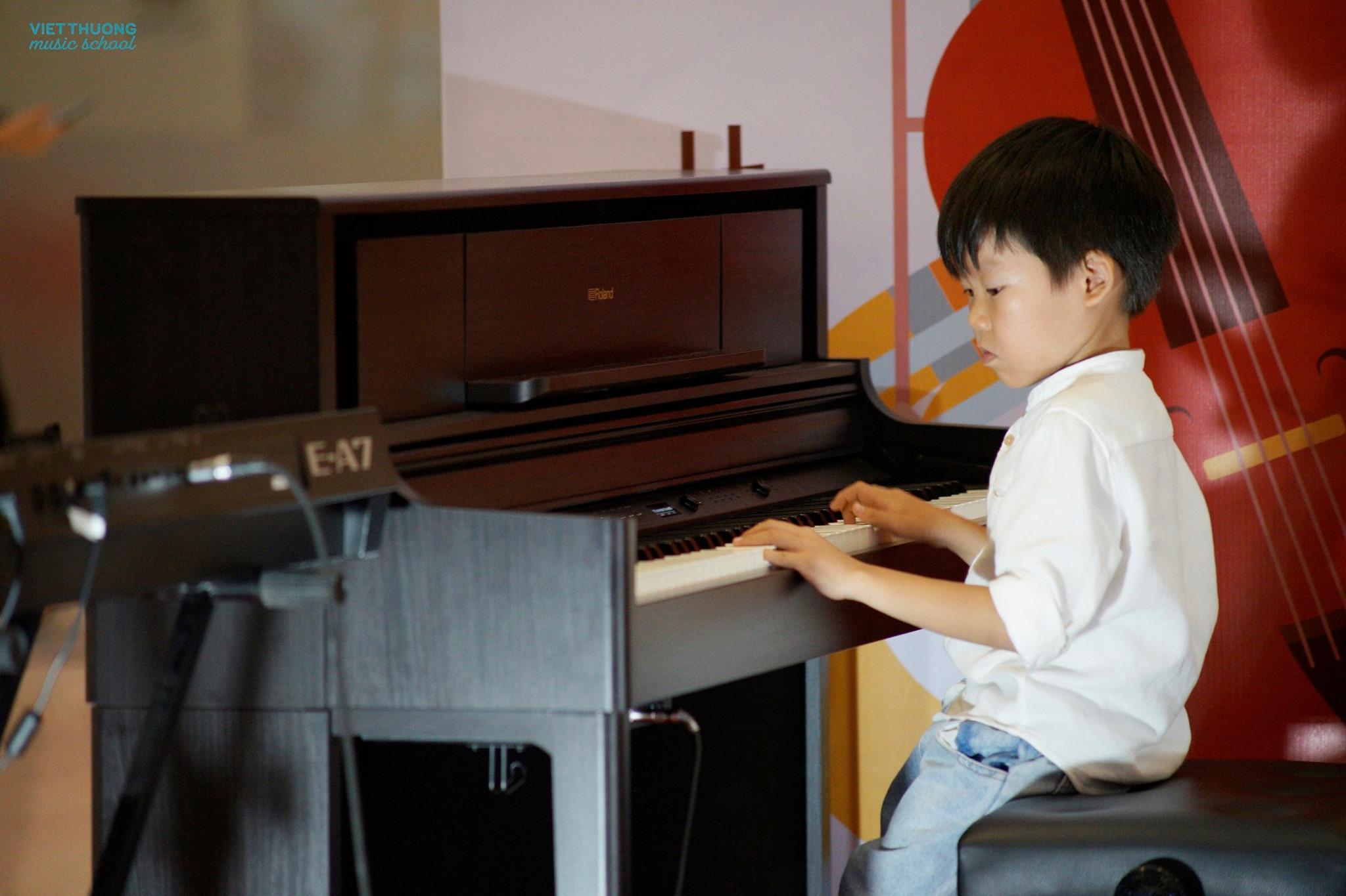 Nhật ký tự dạy con học đàn piano khi mới 4 tuổi của một bà mẹ