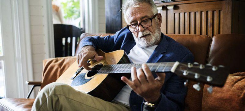 Bí quyết chống lại sự lão hóa Không chỉ dừng lại ở một số tác dụng đặc biệt đã nêu bên trên, mà bên cạnh đó âm nhạc còn có tác dụng lớn trong việc chống lại sự lão hóa và giúp cho tâm hồn trở nên vui vẻ hơn, trẻ trung hơn