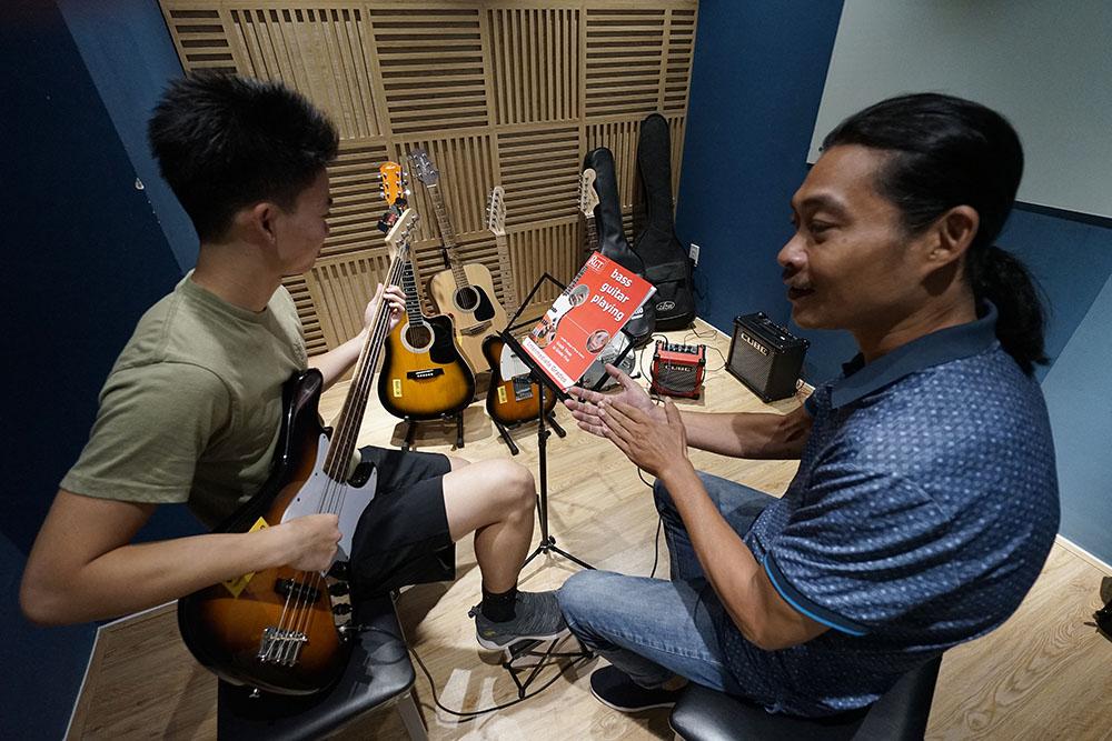 Nhiều nghiên cứu cho thấy biết đánh guitar hấp dẫn người khác phái