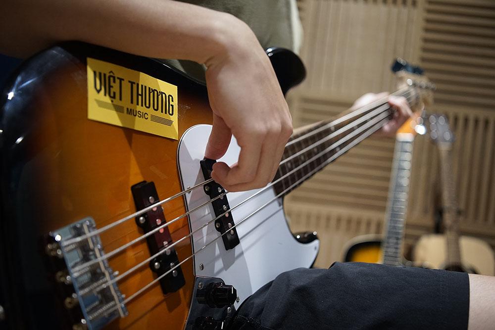 học đàn guitar tại việt thương