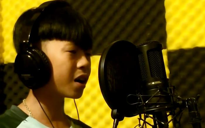 hệ lụy khi trẻ con hát nhạc người lớn