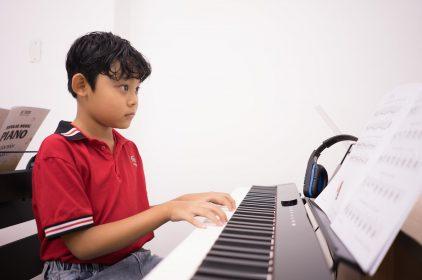 Học nhạc cụ – bộ môn được nhiều ba mẹ lựa chọn cho bé khi vào hè