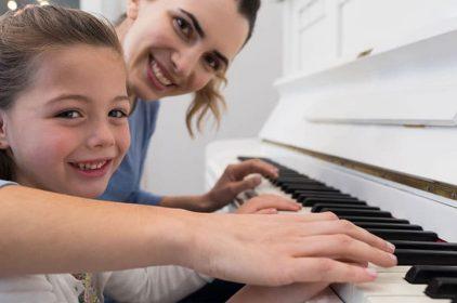 Trẻ em cần âm nhạc trong những ngày buồn chán