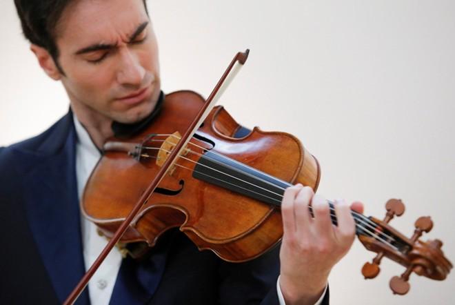 những thông tin hữu ích về những cây đàn có mức giá phổ biến trên thị trường để bạn có thể tự tìm được câu trả lời cho câu hỏi:Một cây đàn violin giá bao nhiêu? 1