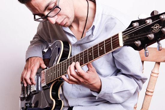 Đau cổ tay khi chơi guitar, chớ xem thường 2