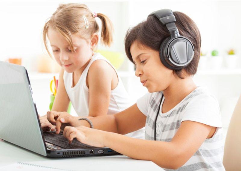trẻ em cần âm nhạc trong những ngày buồn chán 2