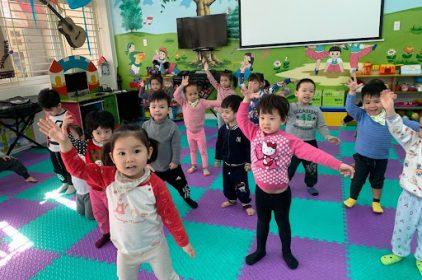 Các hoạt động âm nhạc phù hợp và tốt cho bé