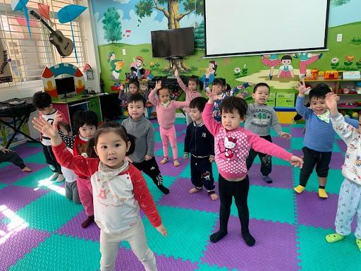 Các hoạt động âm nhạc phù hợp và tốt cho bé 1