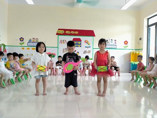 Các hoạt động âm nhạc phù hợp và tốt cho bé 2