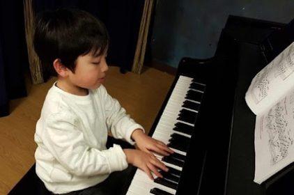 Giải đáp thắc mắc: Dạy âm nhạc cho trẻ có cần thời gian cố định không?